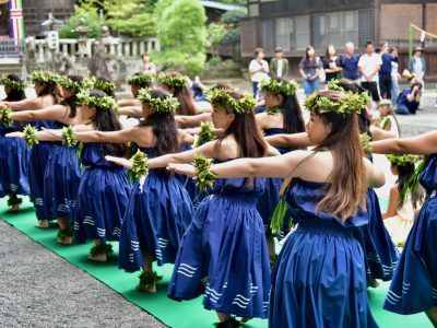 【下田写真部】渡邉悟 2,400年以上の歴史がある伊豆最古の白浜神社にて。日々の感謝を込めて奉納フラが執り行われました。
